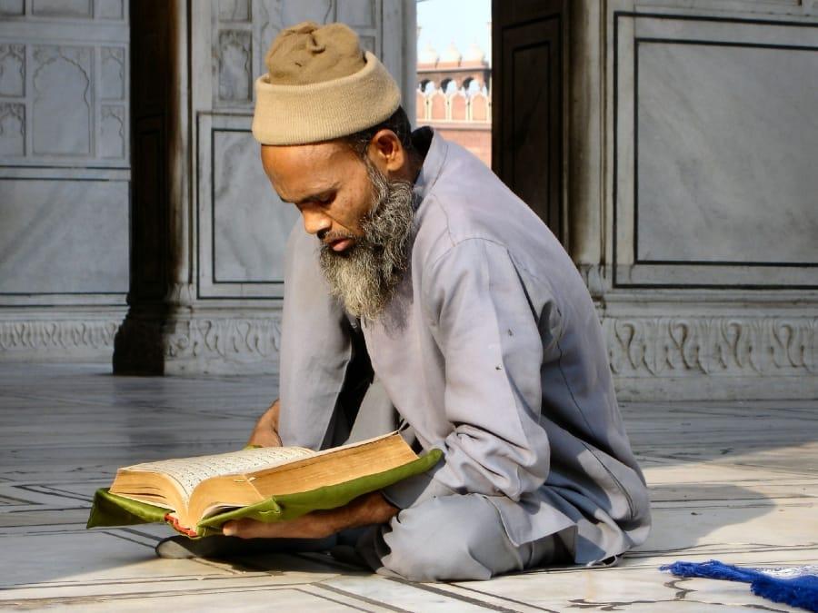 TravelXL-van-Limburg-INDIA-Jama-Masjid-biddende-man