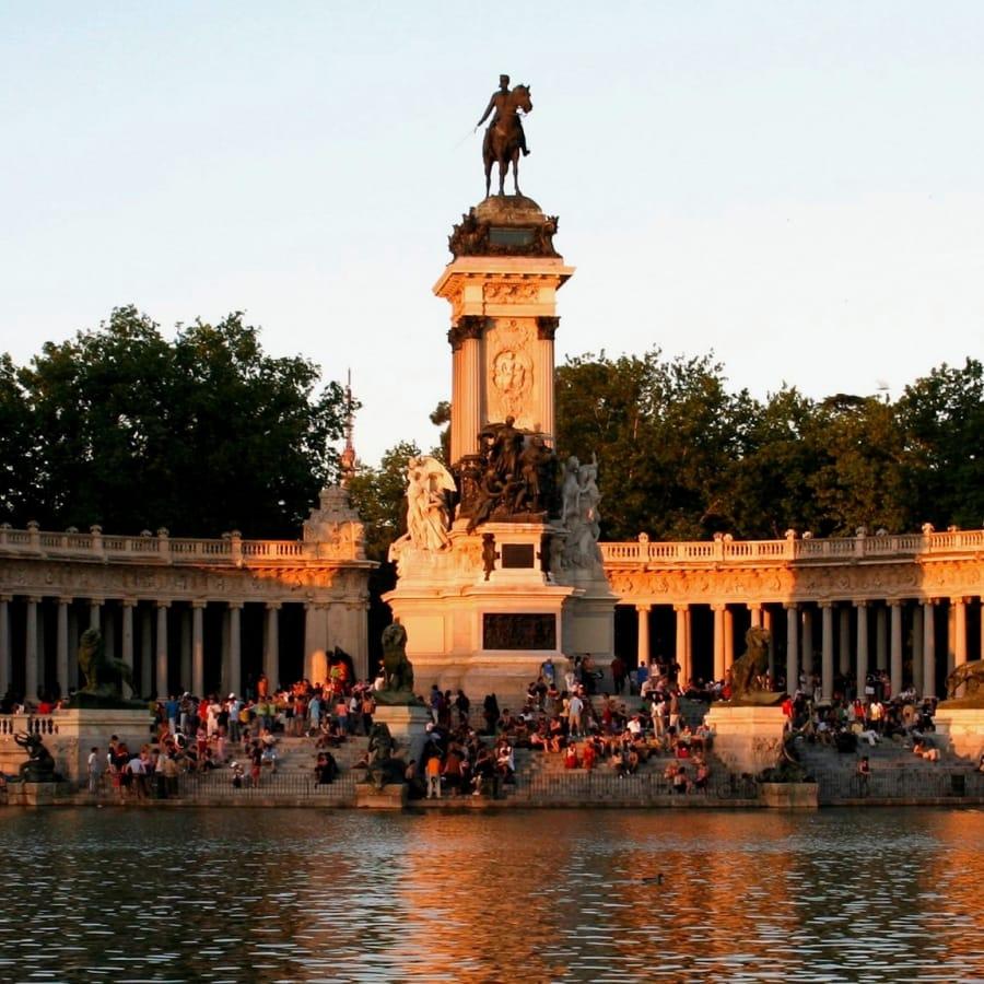 TravelXL-van-Limburg-MADRID-Parque-Retiro-sunset