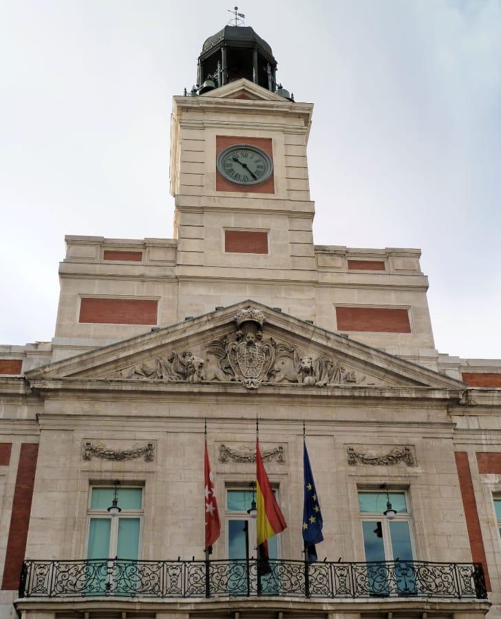 TravelXL-van-Limburg-MADRID-Puerto-del-Sol-Casa-de-Correos