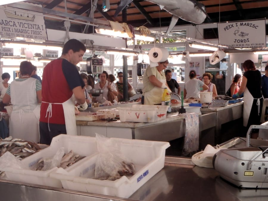 TravelXL-van-Limburg-MENORCA-Ciutadella-markt-vis