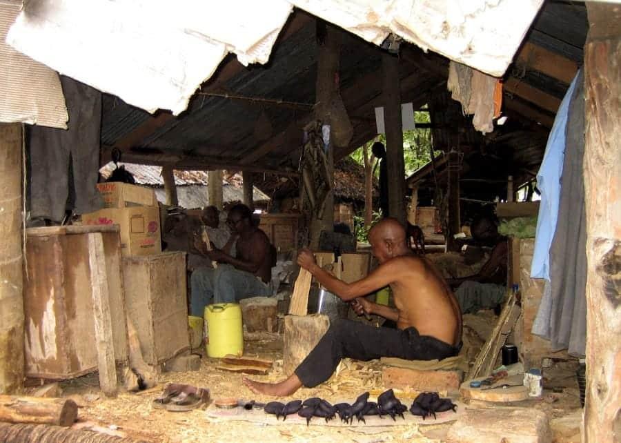 TravelXL-van-Limburg-KENIA-Mombasa-Akamba-houtsnijfabriek