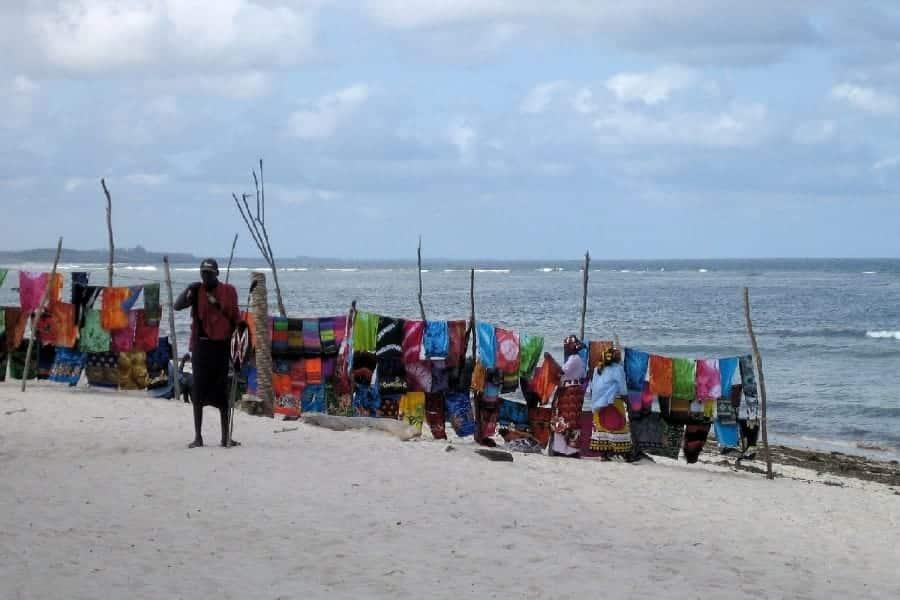 TravelXL-van-Limburg-KENIA-strand-verkopers