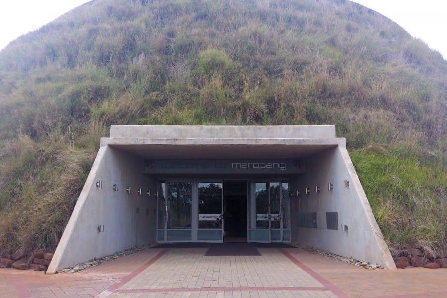 TravelXL-van-Limburg-LIMPOPO-Maropeng-bezoekerscentrum