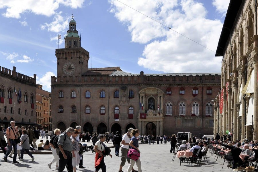 TravelXL-van-Limburg-FLORENCE-Bologna-Piazza-Maggiore