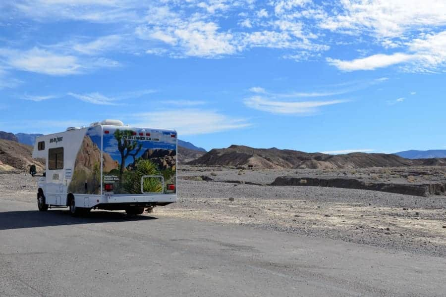 travelxl-van-limburg-usa-camper-in-woestijn