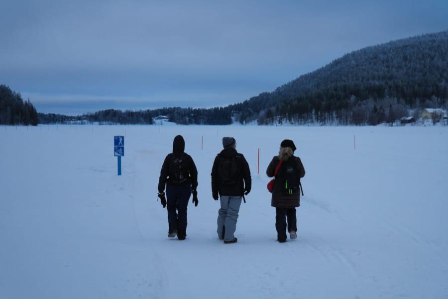 travelxl-van-limburg-fins-lapland-wandeling-op-meer