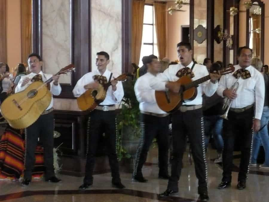 travelxl-van-limburg-puerto-vallarta-mariachi