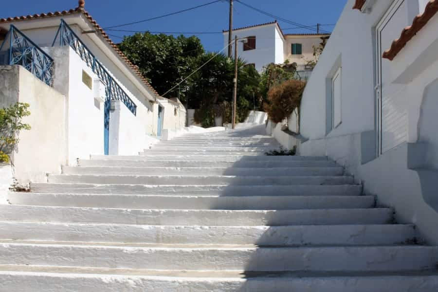 travelxl-van-limburg-samos-steile-trappen-in-samosstad