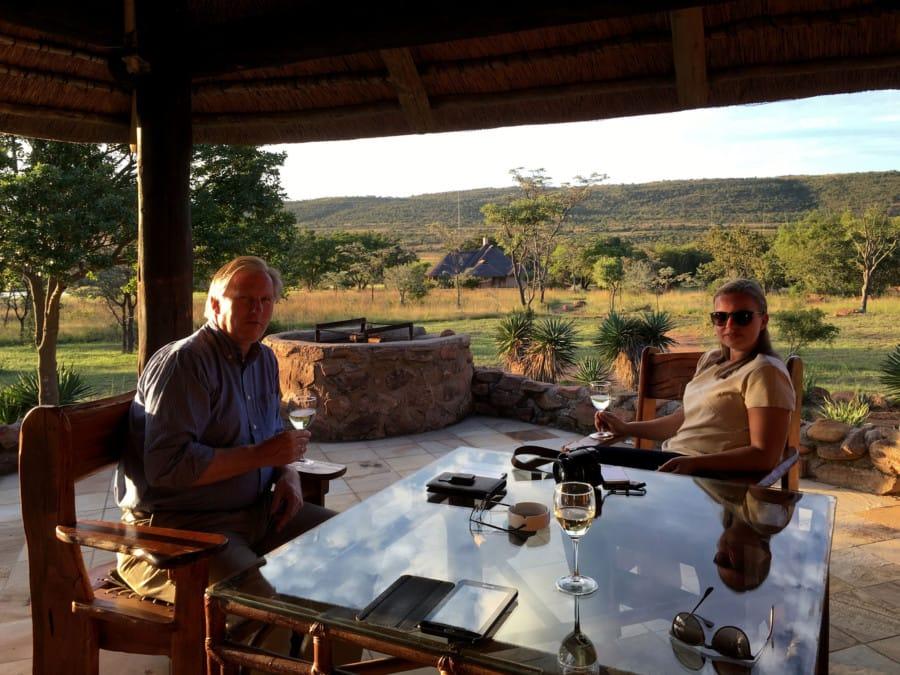 travelxl-van-limburg-zuid-afrika-kololo-wijntje-op-terras-lodge
