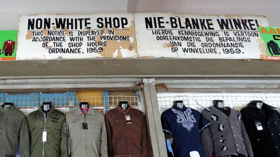 travelxl-van-limburg-zuid-afrika-winkel-met-bord-geen-blanken